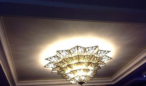 Lampu Hias Cantik  menerangi Hall Convention Mesjid Agung Madani Islamic Centre (Pasir Pangaraian Rokan Hulu, Kamis 5/5/2016)