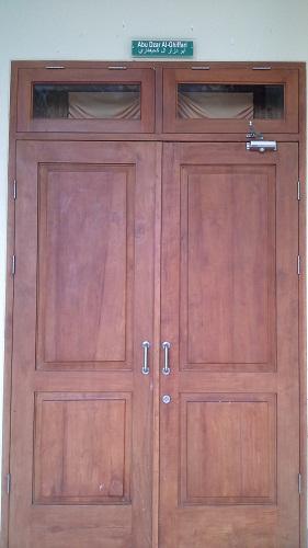 Pintu Abu Dzar Al-Gifhari (Mesjid Agung Madani Islamic Centre Pasir Pangaraian Rokan Hulu, Kamis 5/5/2016)