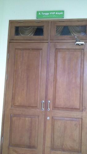 Pintu Ruang Tunggu VVIP Aisyah (Mesjid Agung Madani Islamic Centre Pasir Pangaraian Rokan Hulu, Kamis 5/5/2016)