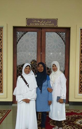 Pintu Ali Bin Abi Thalib adalah Pintu Kiri Bagian Selatan Mesjid Agung Madani Islamic Centre Pasir Pangaraian. (Rokan Hulu, Kamis 5/5/2016)