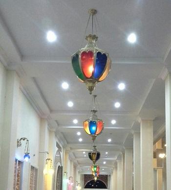 Lampu Hias sepanjang Selasar Luar Bagian Timur (Mesjid Agung Madani Islamic Centre Pasir Pangaraian Rokan Hulu, Kamis 5/5/2016)