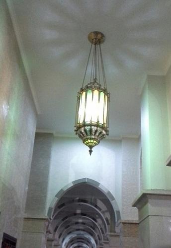 Lampu Hias selasar  luar di depan pintu Lift menuju menara 99 (Mesjid Agung Madani Islamic Centre Pasir Pangaraian Rokan Hulu, Kamis 5/5/2016)