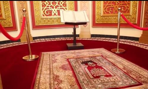 Ruangan Tempat Imam Memimpin Sholat di Mesjid Agung Madani Islamic Centre Pasir Pangaraian. (Rokan Hulu, Kamis 5/5/2016)