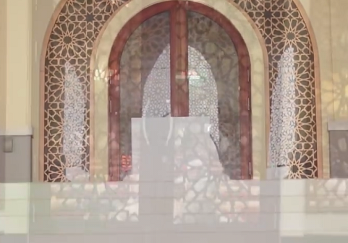 Pintu Babussalam adalah Nama Pintu Utama Bagian Timur Mesjid Agung Madani Islamic Centre (Pasir Pangaraian Rokan Hulu, Kamis 5/5/2016)