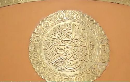 Kaligrafi Surat An-Nahl 126  terdapat pada Mimbar  Mesjid Agung Madani Islamic Centre (Pasir Pangaraian Rokan Hulu, Kamis 5/5/2016)