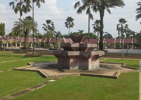 Kran Tempat Wudhu Bagi Laki-laki tersedia di Taman Depan Mesjid Agung At-Tin TMII Jakarta (Rabu 17 Agustus 2016)