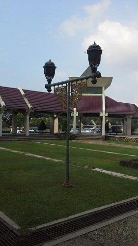 Lampu Taman Mesjid Agung At-Tin TMII Jakarta Timur (Rabu 17 Agustus 2016)