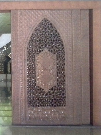 Arsitektur Unik dengan Pola Gunungan Wayang pada Pintu Utama Mesjid Agung At-Tin TMII Jakarta Timur  (Rabu 17 Agustus 2016)