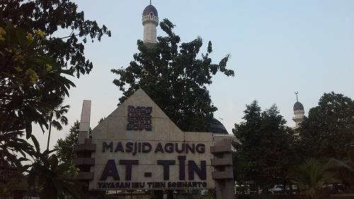 Mesjid Agung At-Tin TMII Jakarta Timur, mesjid yang dikelola oleh Yayasan Ibu Tien Soeharto (Rabu 17 Agustus 2016)