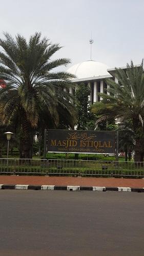 Taman Masjid Istiqlal Jakarta  (Kamis18 Agustus 2016)