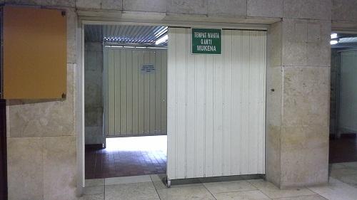 Tempat Wanita Mengganti Mukena Masjid Istiqlal Jakarta  (Kamis18 Agustus 2016)