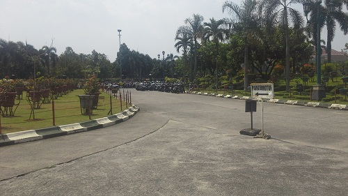 Arah Tempat Parkir Motor Masjid Kubah Emas Depok (Jumat 19 Agustus 2016)