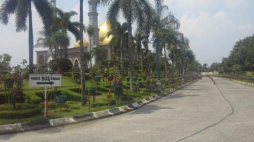 Arah Tempat Parkir Mobil Masjid Kubah Emas Depok  (Jumat 19 Agustus 2016)