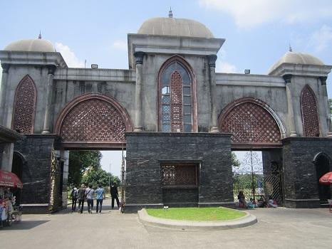Gerbang Masjid Kubah Emas Depok (Jumat 19 Agustus 2016)