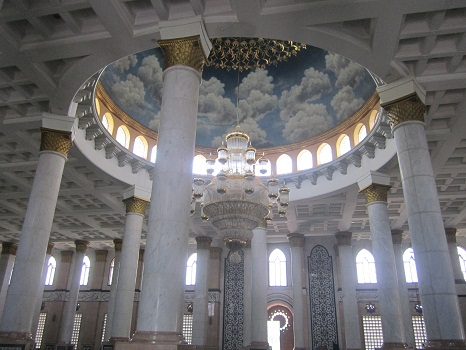 Pilar-pilar Penyangga Kubah Utama Masjid (Masjid Kubah Emas Depok, Jumat 19 Agustus 2016)