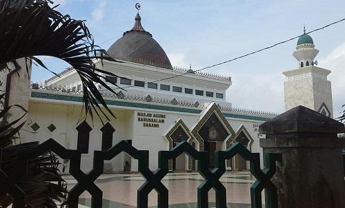 Pola Segi dan Sudut terlihat jelas pada pagar dan gerbang  selasar  Masjid Agung Babussalam Sabang Pulau Weh (Kamis 29 Desember 2016)