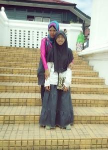 Dokumentasi Foto saat berada di anak tangga dari kompleks Siti Hinggil menuju kompleks Kamandhungan Lor