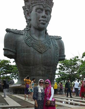 Dokumentasi Foto di depan patung Garuda Wisnu di GWK Bali