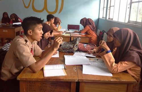 Usai bertamu, siswa kembali ke kelompoknya untuk melaporkan hasil perolehan ilmu dari kunjungannya pada kelompoknya masing-masing