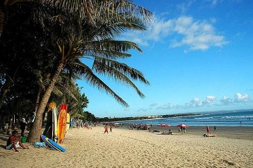 """Usai """"Kuta Cleaning"""", seperti di sulap saja, terlihatlah betapa indah, memikat, dan mempesonanya panorama Pantai Kuta Bali"""