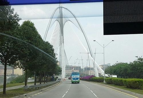 Dokumentasi Foto Jembatan Seri Wawasan (Seri Wawasan Bridge)  yang penulis jepret dari atas bis