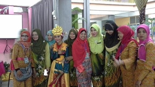"""Dokumentasi Foto bersama beberapa """"Cik Gu""""  SK Seremban 2A Negeri Sembilan Malaysia"""