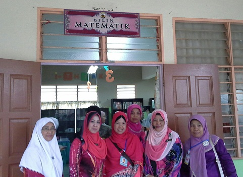Dokumentasi Foto di depan Bilik Matematik SMK Seremban 2