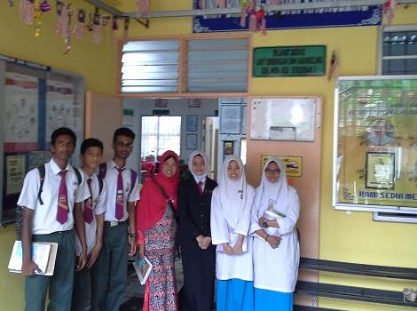 Dokumentasi Foto di depan Bilik BK SMK Seremban 2
