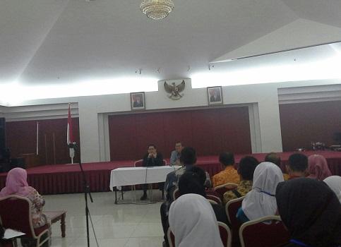 Dokumentasi Foto saat Bapak Prof. Dr. Ari Purbayanto (Atase Pendidikan KBRI Kuala Lumpur) sedang memberikan kata sambutan