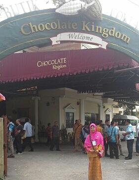 """Dokumentasi Foto di Pintu Gerbang """"Beryl's Chocolate Kingdom""""  Kuala Lumpur Malaysia"""