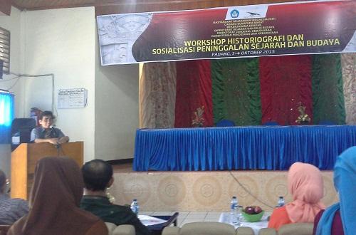 Laporan dan sambutan dari ketua Masyarakat Sejarawan Indonesia (MSI) Cabang Sumatera Barat (Bapak Wanofri Samri)