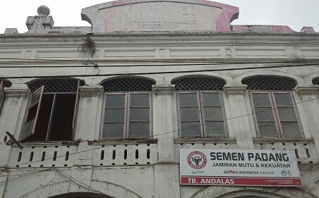 Dokumentasi Foto toko/UD Menjual Semen Padang ( tertulis 1913)