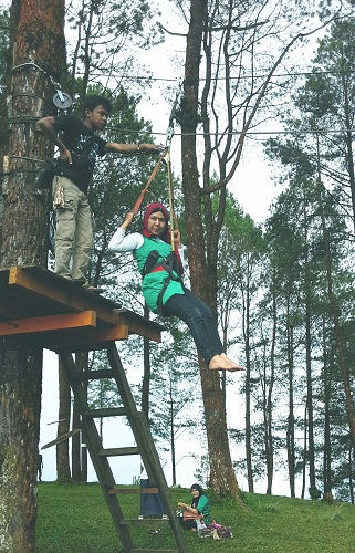 Dokumentasi Foto Saat Start di Sling Kawat Flying Fox Puncak Lawang (29-11-2013)