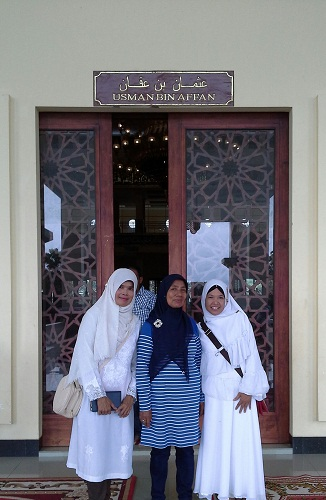 Pintu Usman Bin Affan adalah Pintu Kanan Bagian Selatan Mesjid Agung Madani Islamic Centre Pasir Pangaraian. (Rokan Hulu, Kamis 5/5/2016)