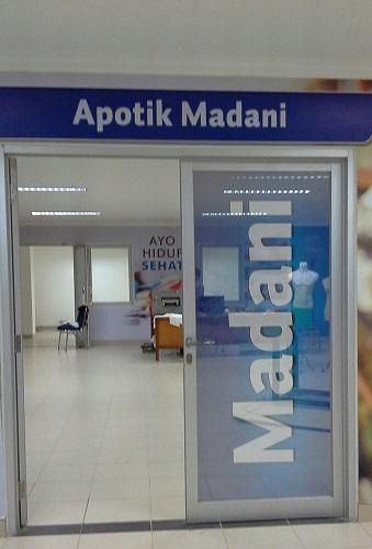 Apotik Madani (Basemen Mesjid Agung Madani Islamic Centre Pasir Pangaraian Rokan Hulu, Kamis 5/5/2016)