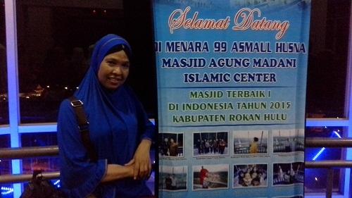 Dokumentasi Foto Penulis saat berada di Menara 99 Asmaul Husna Mesjid Agung Madani Islamic Centre Pasir Pangaraian. (Rokan Hulu, Kamis 5/5/2016)