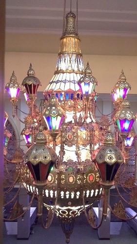 Lampu Hias Tengah Sekitar Selasar Luar Bagian Timur.  (Mesjid Agung Madani Islamic Centre Pasir Pangaraian Rokan Hulu, Kamis 5/5/2016)