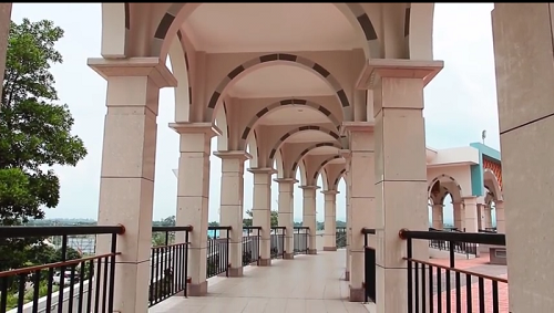 Lorong sebelah kiri menuju Mesjid Agung Madani Islamic Centre Pasir Pangaraian. (Rokan Hulu, Kamis 5/5/2016)