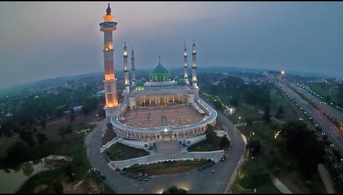 Mesjid Agung Madani Islamic Centre Pasir Pangaraian dikala malam (Rokan Hulu, Kamis 5/5/2016)