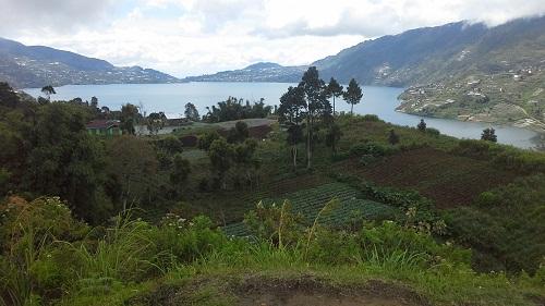 """Dokumentasi foto di Panorama dengan latar """"Danau Dibawah"""" salah satu dari danau kembar (Rabu, 3/8/2016)"""