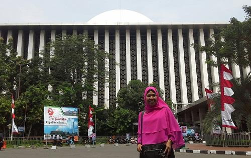 Dokumentasi foto di depan Masjid Istiqlal  Jakarta (Kamis, 18 Agustus 2016)