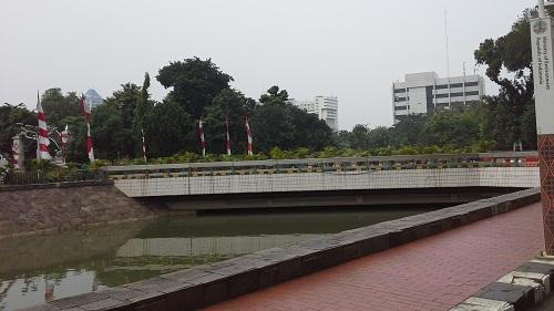 Sungai dan Jembatan yang terdapat di komplek Masjid Istiqlal Jakarta  (Kamis18 Agustus 2016)