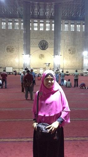 Dokumentasi Foto saat berada di ruang utama shalat Masjid Istiqlal Jakarta  (Kamis18 Agustus 2016)