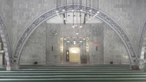 Lengkungan Bagian Depan Ruang Utama Shalat Masjid UI Depok, terlihat juga sebahagian lengkungan sisi kanan dan kiri (Universitas Indonesia Depok, Jumat 19 Agustus 2016)