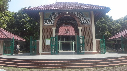 Gerbang Masjid UI (Universitas Indonesia Depok, Jumat 19 Agustus 2016)