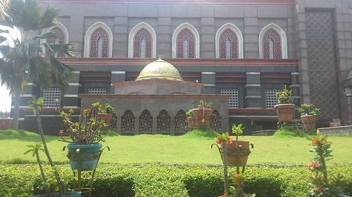 Tempat Wudhu Tertutup untuk Wanita yang Terdapat pada Bagian Dalam (Masjid Kubah Emas Depok (Jumat 19 Agustus 2016)