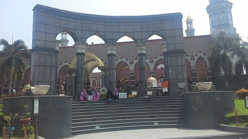 Area Pintu masuk Jamaah Wanita Masjid Kubah Emas Depok  (Jumat 19 Agustus 2016)