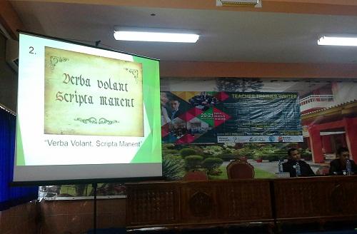 """Motivasi  II Mengapa Kita Menulis:  Pepatah Yunani """"Verba Volant, Scripta Manent""""  (Apa yang diucapkan hilang tertiup angin, Apa yang ditulis abadi) (Pelatihan TTW, SMK Cikini Jakarta Utara, Sabtu 20 Agustus 2016)"""