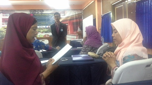 Peserta TTW sedang Praktik Hypnosis dengan dibimbing nara sumber Bapak Riswanto,Ch,Cht,Gr,SE,MM, tentang Locking The Hands (Jari Terkunci ): Self Control  (SMK Cikini Jakarta Utara, Sabtu 20 Agustus 2016)