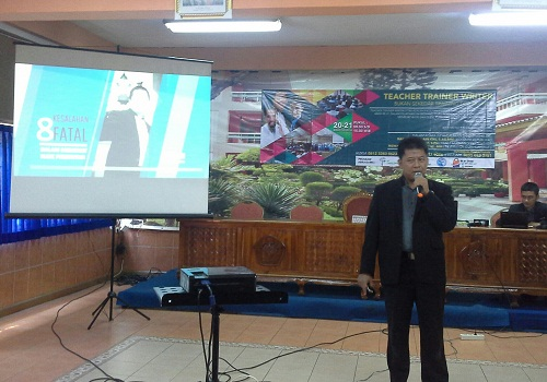 "Nara Sumber Bapak M. Arif, S.Pd sedang Menyampaikan Materi "" Delapan Kesalahan Fatal dalam Membuat Slide Presentasi"" (Pelatihan TTW, SMK Cikini Jakarta Utara, 21 Minggu Agustus 2016)"